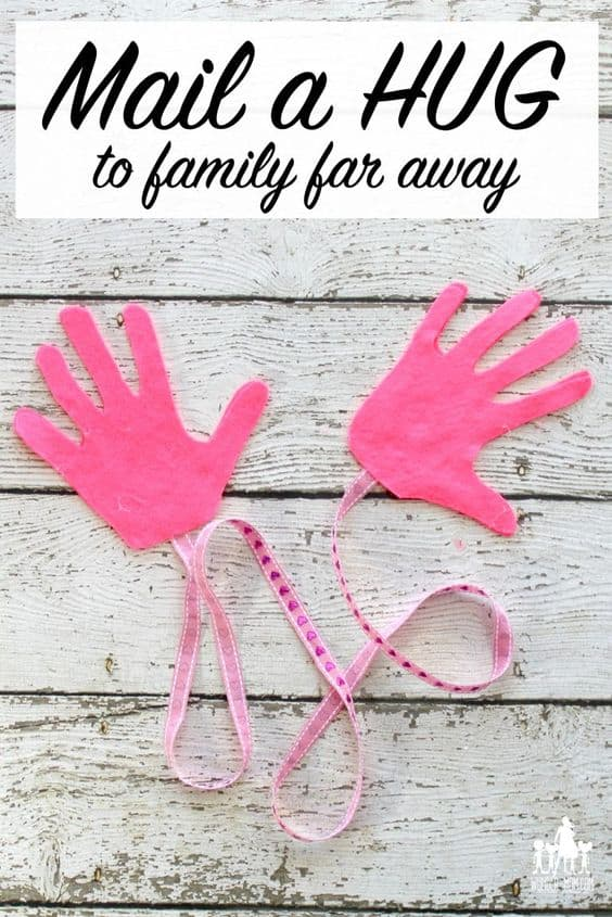 https://wunder-mom.com/mail-hug-handprint-craft/